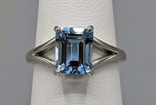 14k White Gold Split Shank Aquamarine Ring