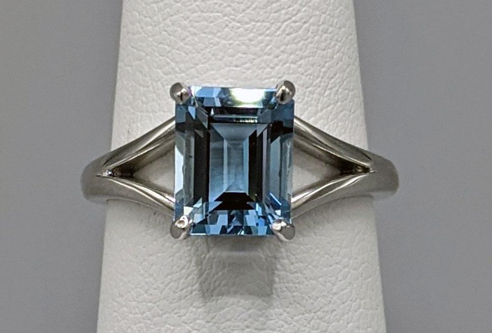 14k White Gold Split Shank Aquamarine Ring